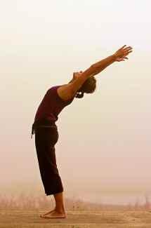 urdhva-hastasana-posturas-de-iyengar-yoga